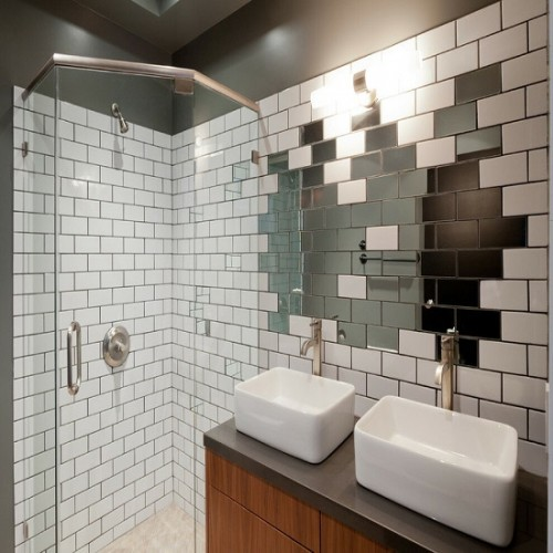 Зеркальное панно для ванной комнаты в стиле хай-тек